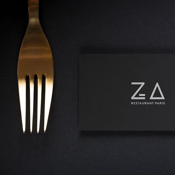 Carte de visite noir avec le logotype ZA Paris blanc