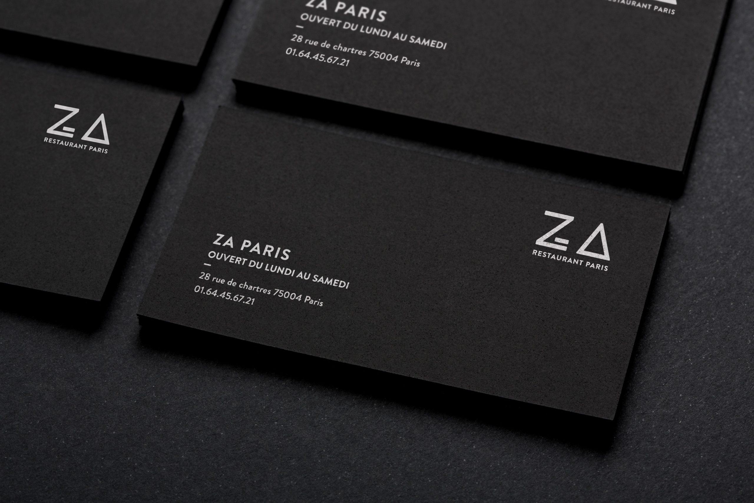 Photo de quatres cartes de visite noir Za Paris sur fond noir