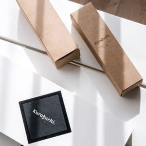 Packaging de la marque Kurafuchi en noir et blanc