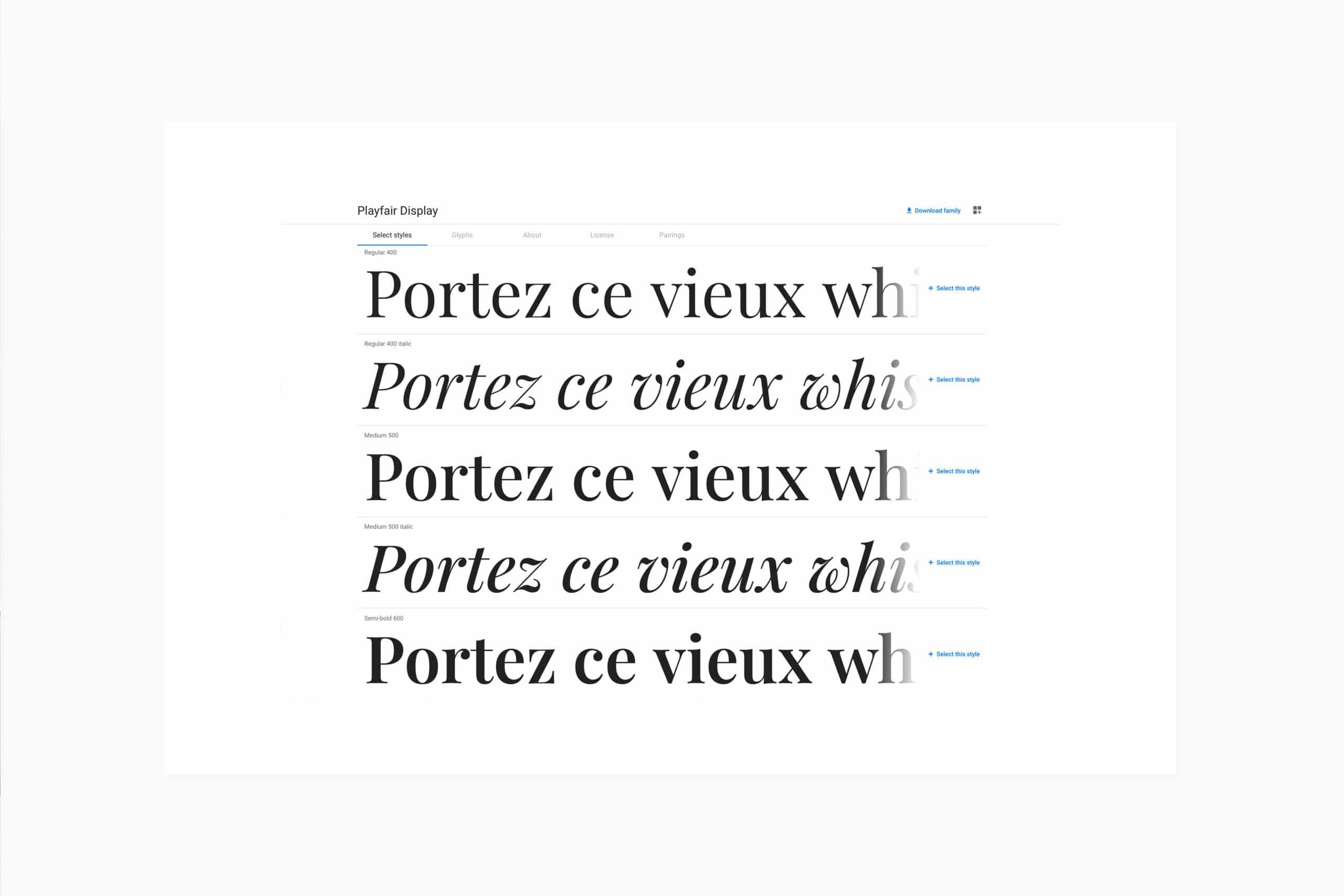 feuille blanche sur fond gris clair présentant la typographie Playfair Display